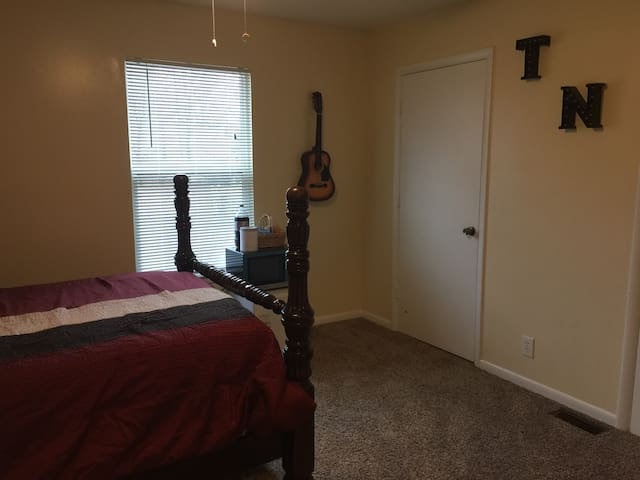 Newly remodeled townhouse. 3.5 miles to downtown!!