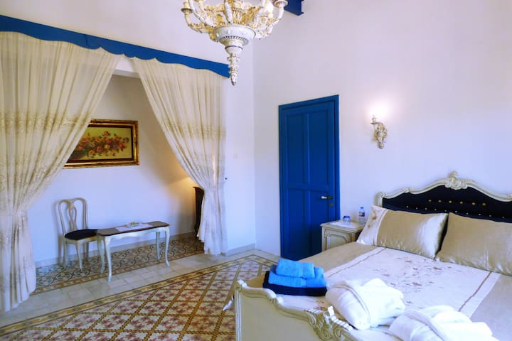 Carmen bed and breakfast (the blue room suite)