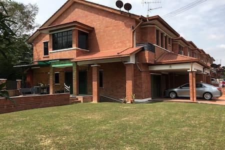 Bandar Sg Long BNW HomeStay - Kajang - บ้าน
