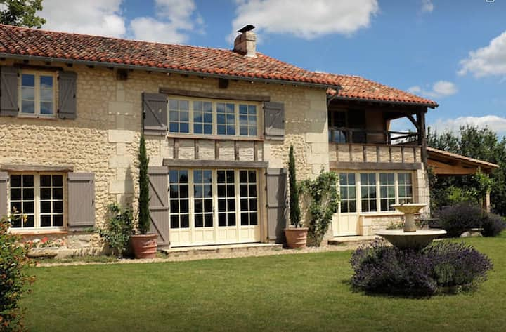 Les Trois Fers, a country house near Aubeterre