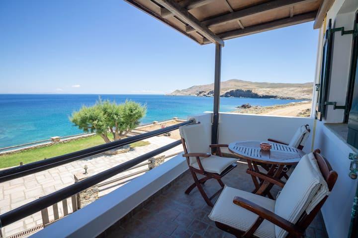 Niriides-Kallisto seaside Studio in Loutra Kythnos