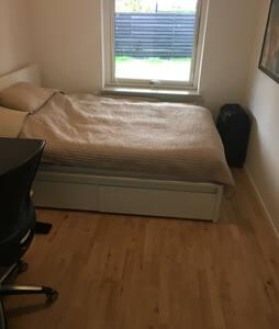 Room in Copenhagen, good transport opportunities - コペンハーゲン - 別荘