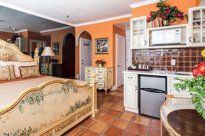 Palm Beach Studio Apartment with Parking Placard