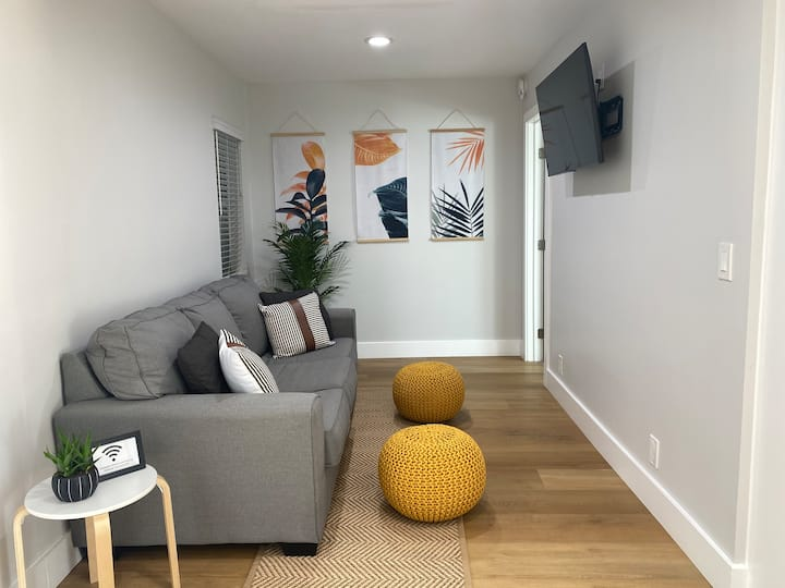 The Best Located 2BR in HB-1 Block To Beach/Pier!