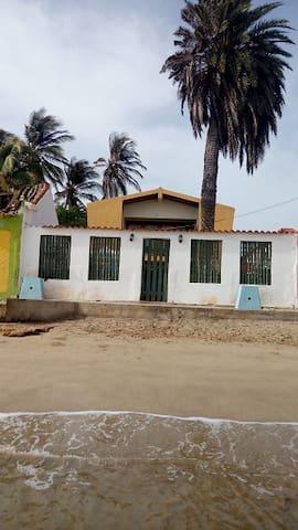 Se alquila casa en Adicora (Falcon) - Adicora - House