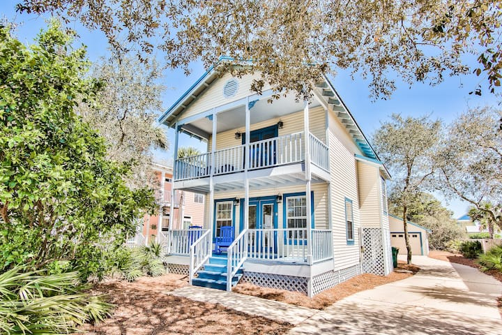In the heart of Destin! Walk to Beach and SO many Local Attractions!
