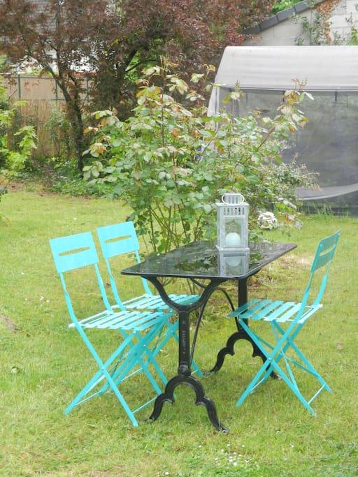 Pour un déjeuner ou un apéro dans le jardin