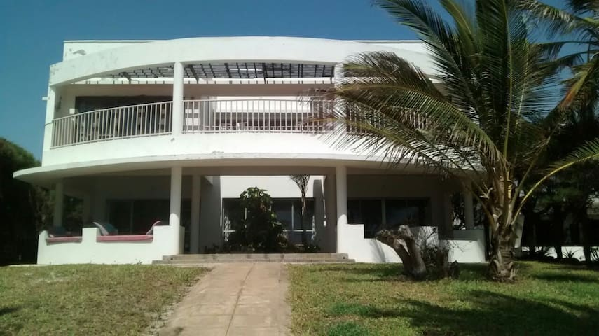 Luxurious beach villa 15 minutes from Kilifi town - Kilifi - Huvila