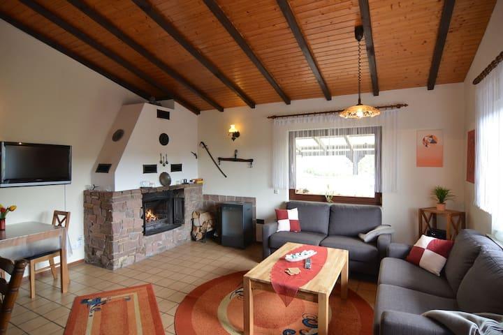 Accogliente casa vacanze vicino al bosco a Großropperhausen