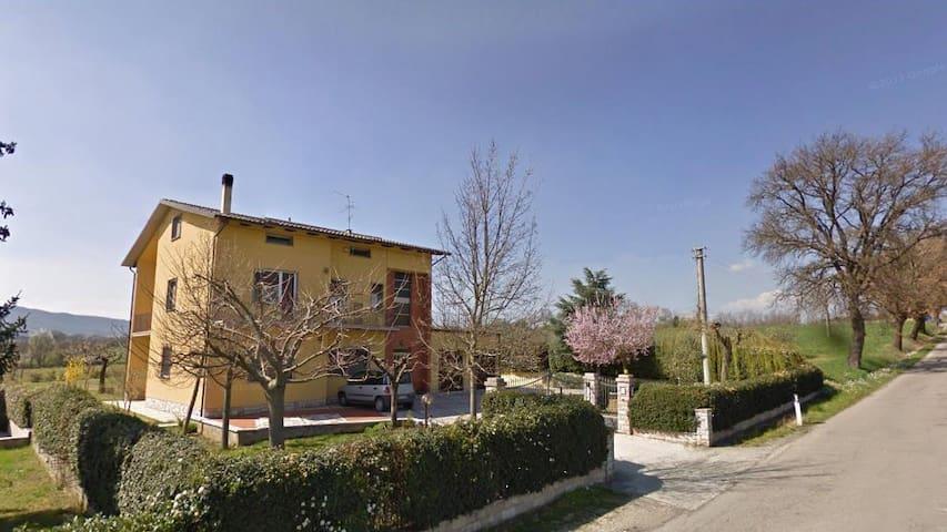 Casa Lory nella campagna di Todi in Umbria