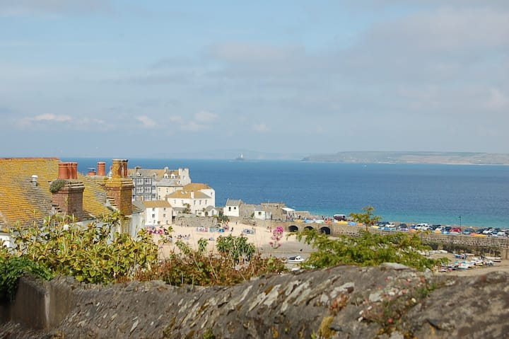 St Ives beach retreat, centrally located.