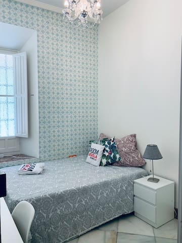 Bright and cozy student room in the center