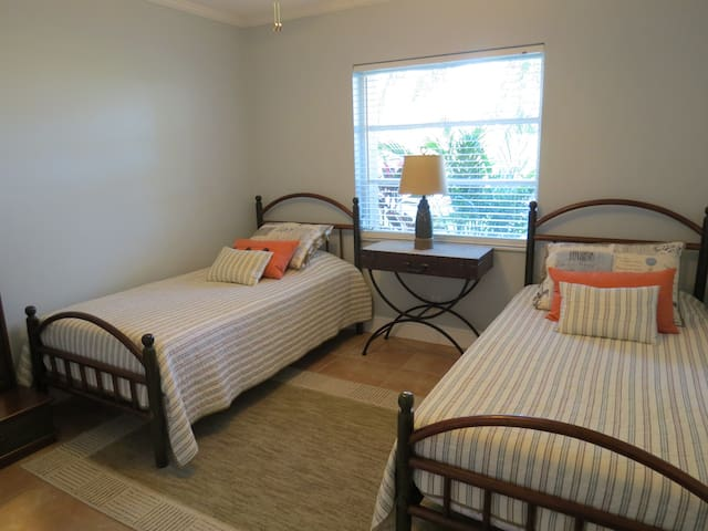 Great Location & comfortable guest room South FLA!