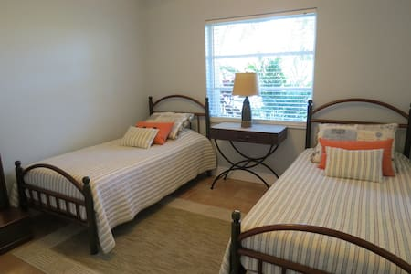 Great Location & comfortable guest room South FLA! - Weston