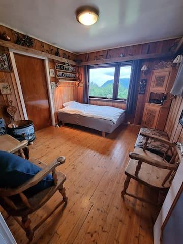 Soverom i andre etasje, tilknyttet stue og kjøkken
