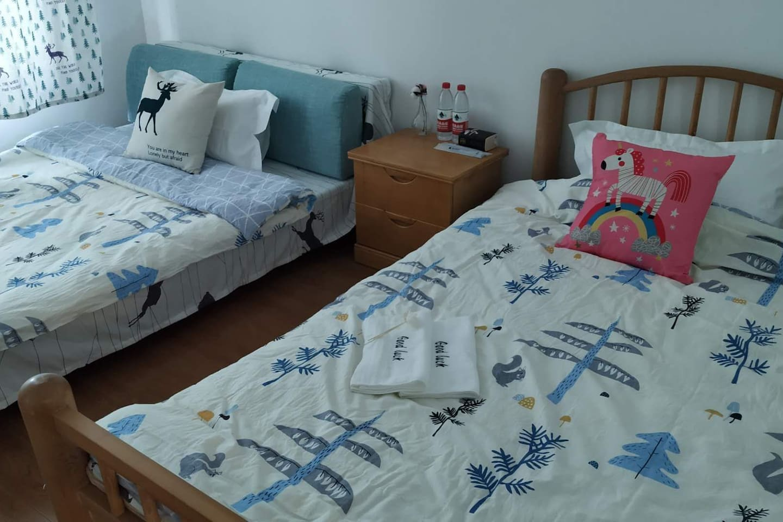 卧室,有一个储藏间