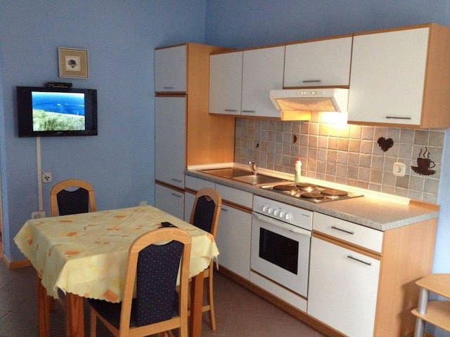 Quiet apartment, 150m to the beach - Jadranovo - Huoneisto
