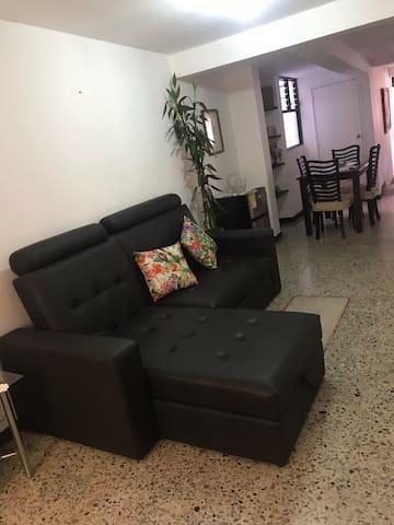 Habitación privada Medellín  San Joaquín La 70