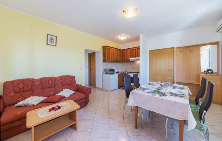 Beautiful home in Peruski with WiFi and 2 Bedrooms
