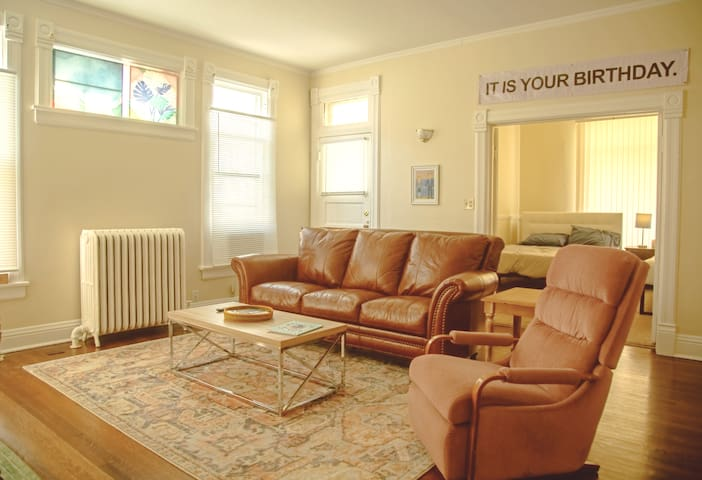 1-of-♡-Kind 'The Office' Themed Apt. in Prime Area