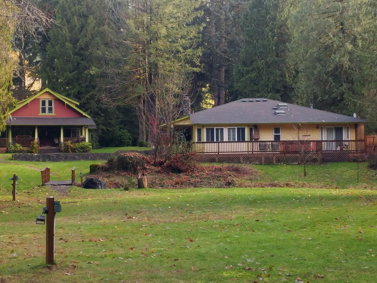 Trillium Cottage (rt) and Brakenfern Lodge from Salmon River