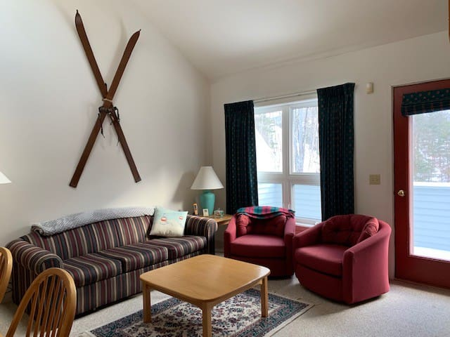Sugarloaf Ski in/out Snowbrook Condo/Loft