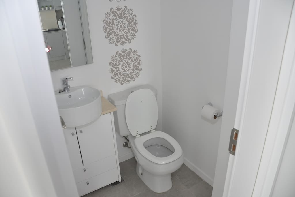 Reception toilet