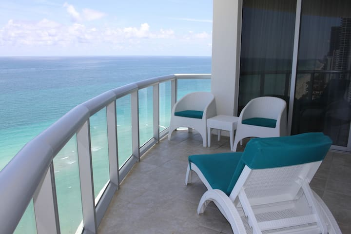 Beautiful Ocean view 1BR Suite for 4 guests - Sunny Isles Beach - Wohnung