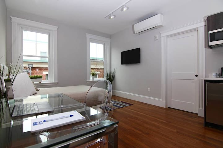 Easy Access to Boston! Studio in CoolidgeCorner#18 - Brookline - Appartement