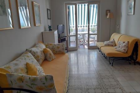 Cozy apartment by the tyrrhenian sea- Baia Domitia