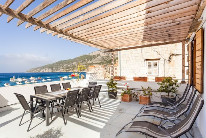 Ribarska House. Private beach, boat & terrace.