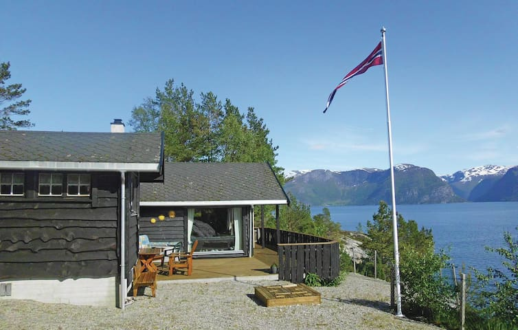 Holiday cottage with 3 bedrooms on 100 m² in Lavik