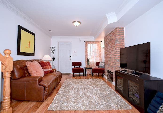 Trendy, Tranquil Fells Point Retreat W/PARKING