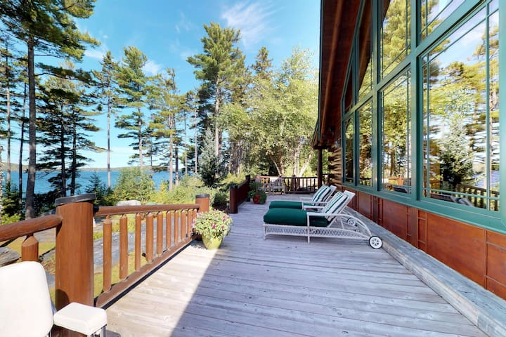 Luxury lakefront home w/deck, dock, beach access, rec room, firepit