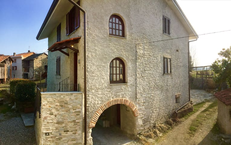 LOVELY COTTAGE near IVREA - Alice Superiore - House