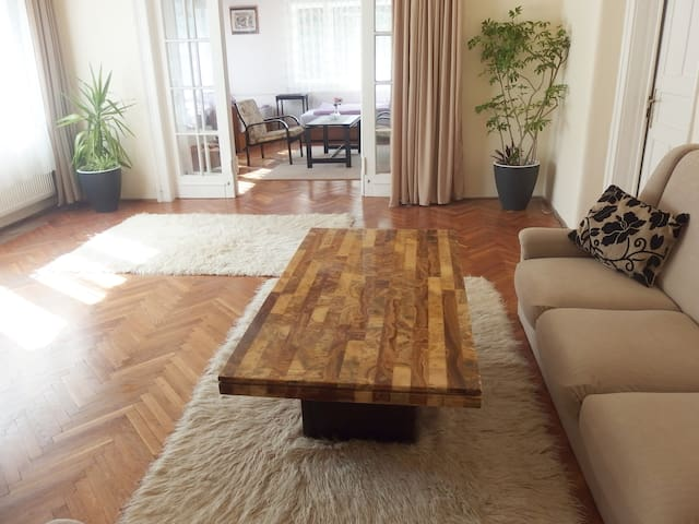 Quiet home w. large balcony free parking Buda side