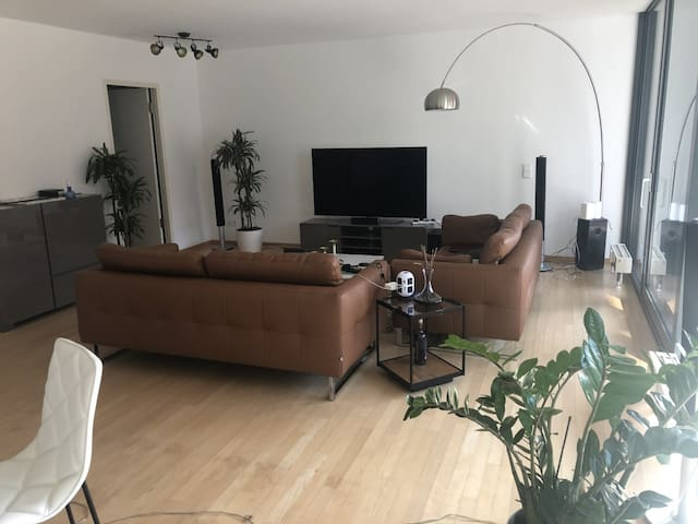 Double bedroom in central Berlin apartment