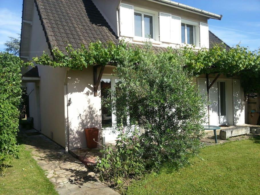 Maison 6 pers jardin 20 minutes de paris maisons louer saclay le de france france - Location maison jardin ile de france colombes ...