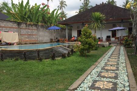 Rumah Hadiah 2 houses with pool
