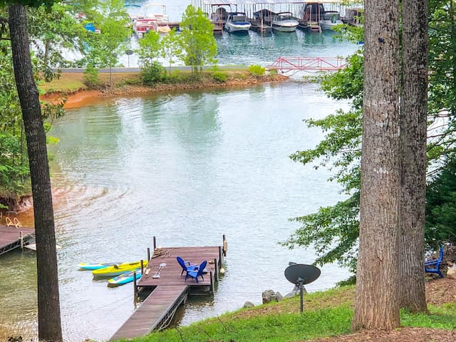 Lakefront home on Lake Keowee...near Clemson!