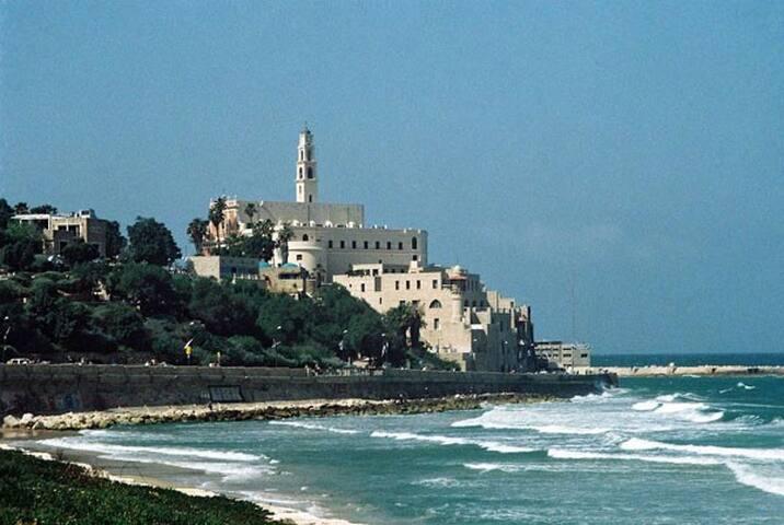Jaffa beach (10 minuets away!!)