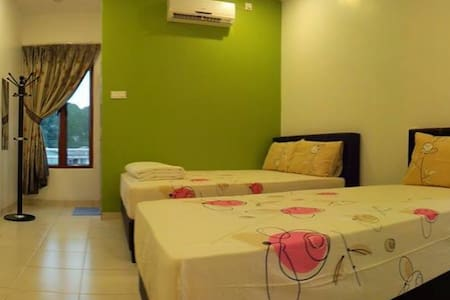 White House Home Stay (Triple room) - Ipoh - Casa