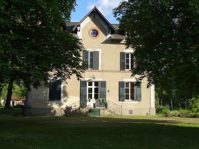 La Gravine maison au bord du Loing - Montigny-sur-Loing - Casa