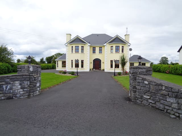 In Claregalway, 10 minutes to City - Co. Galway - Bed & Breakfast