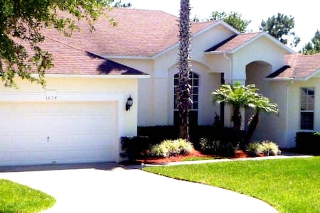 Large 4 bed home close to Orlando Theme Parks - Haines City - Hús