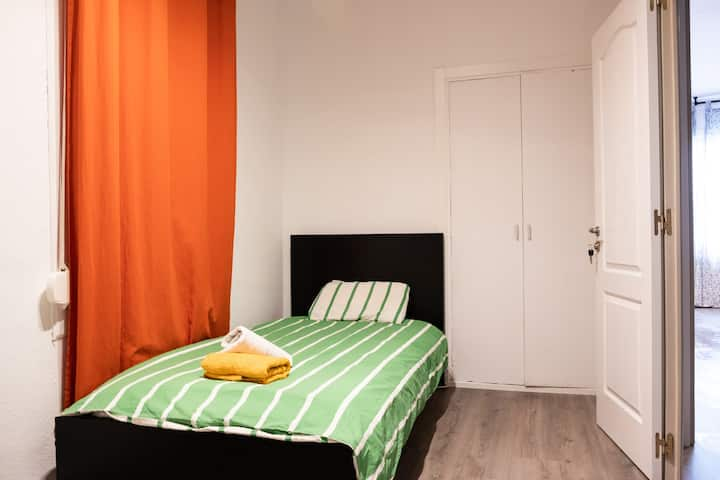 Twin Room Central + Close to the beach