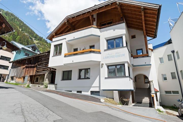 Acogedor Apartamento en Tirol cerca de la Estación de Esquí