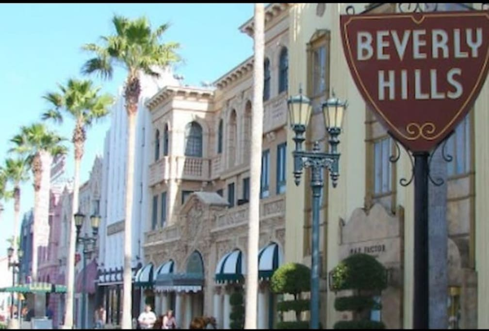 10 minute drive to Beverly Hills