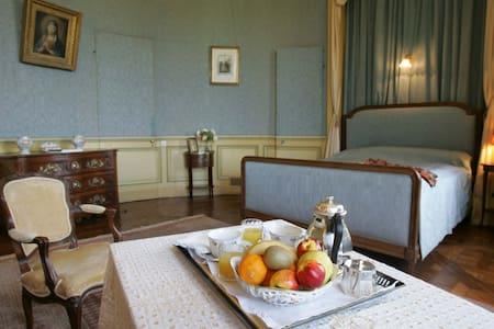 Chambre Ovale au château de Craon - Craon - Oda + Kahvaltı