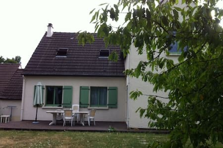 Large family room between Disneyland and Paris - Ferrières-en-Brie